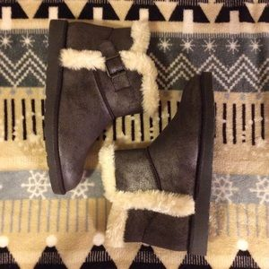 SO Chill Fuzzy Faux Fur Metallic Brown Snow Boots